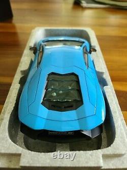 Lamborghini Aventador LP720-4 50TH ANNIVERSARY 1/18 DIECAST BY AUTOART 74682